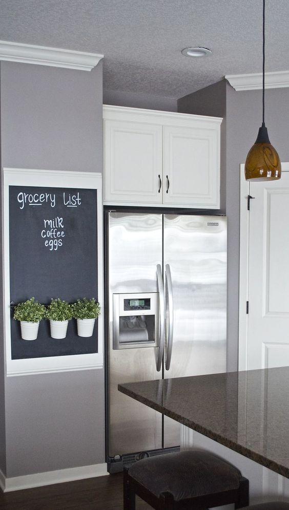35 ideas para transformar tu cocina con una pared de pizarra