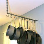Como organizar y colgar las ollas en tu cocina