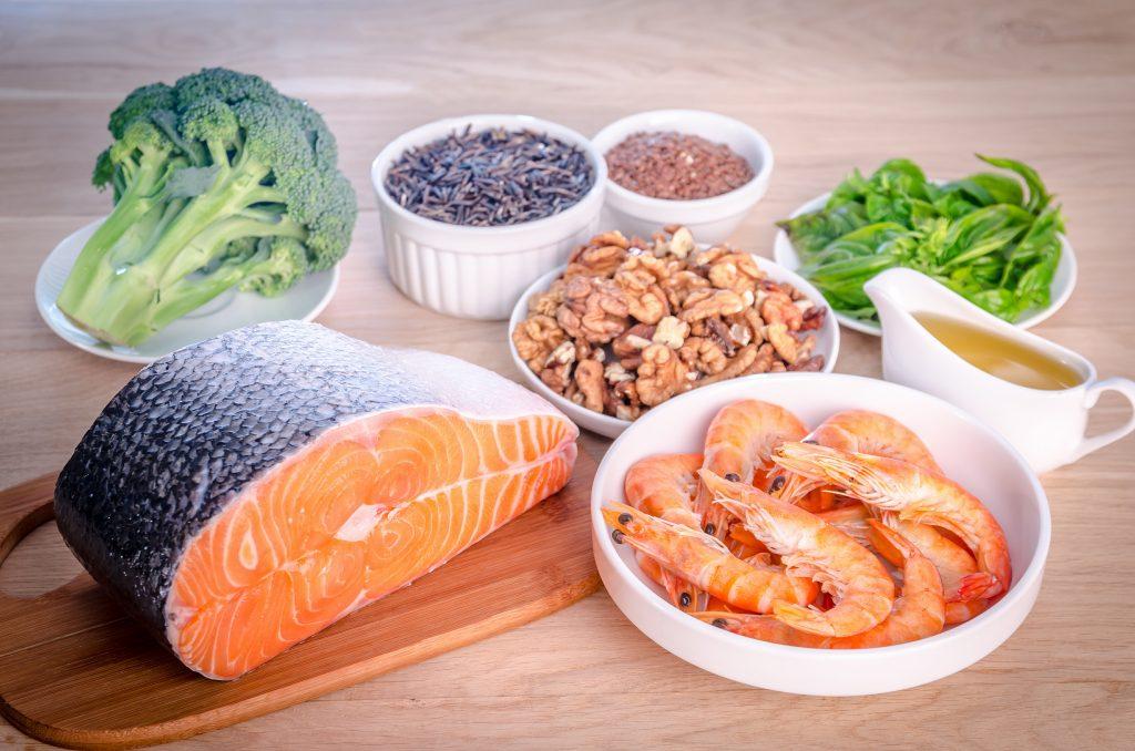 Evita la inflamación con esta lista de alimentos antiinflamatorios
