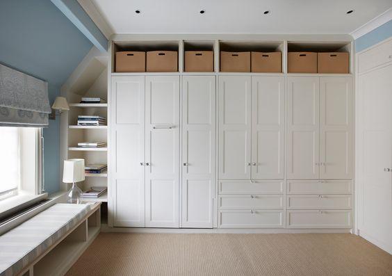 25 ideas de closets que cubren toda la pared