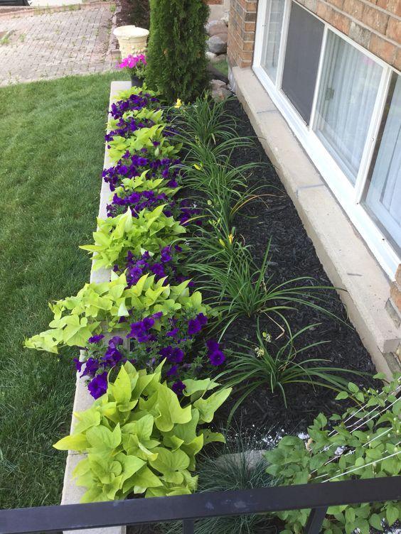 27 ideas para crear un jard n bonito y peque o en for Decorar jardin pequeno frente casa