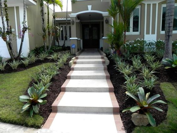 Diseno caminos la entrada casa 10 for Jardines exteriores de casas
