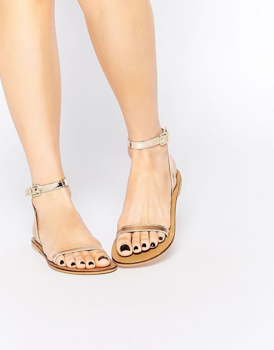 Diseños de zapatos para complementar looks de verano