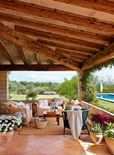 Casa de campo con estilo rustico de madera