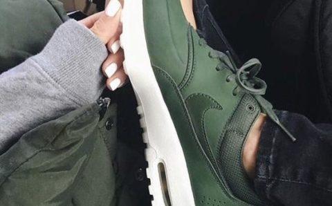 Ponte a la moda usando Tenis Verde Militar
