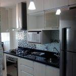 cocinas-en-linea-horizontal-para-áreas-pequeñas-11