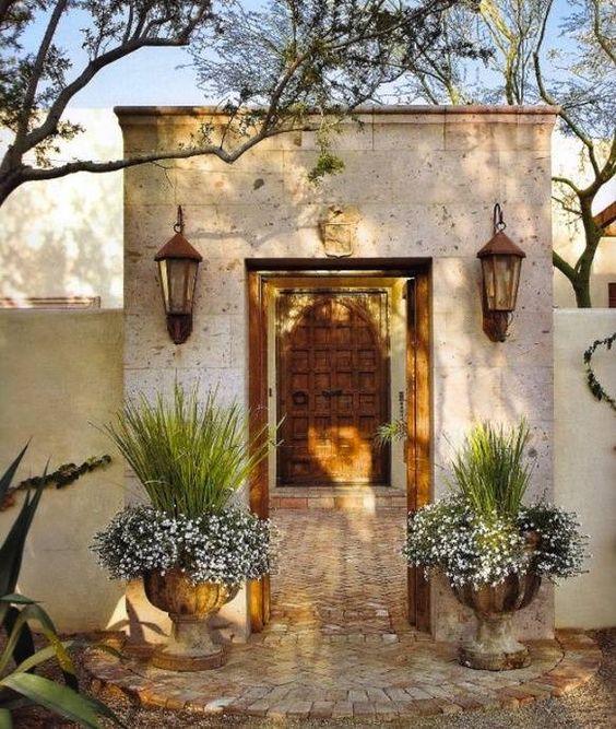 Award Winning Mediterranean House Plans: Decoración De Entradas Principales Con Macetas