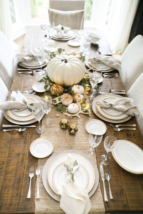 Decoración de mesas para thanksgiving en blanco