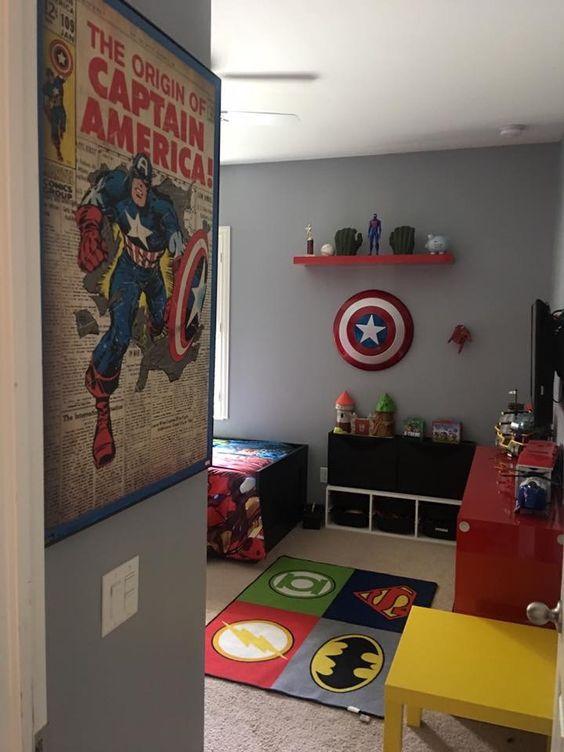 Habitaci n infantil decorada con tema super h roes for Pared de habitacion decorada