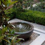 Como decorar el jardín con fuentes