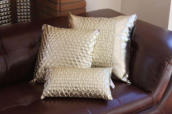 Dise os de cojines decorativos para tu sala de estar - Como colocar cojines en la cama ...