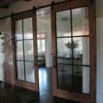 Diseños de puertas estilo granero para interiores ¡Una propuesta que amarás!