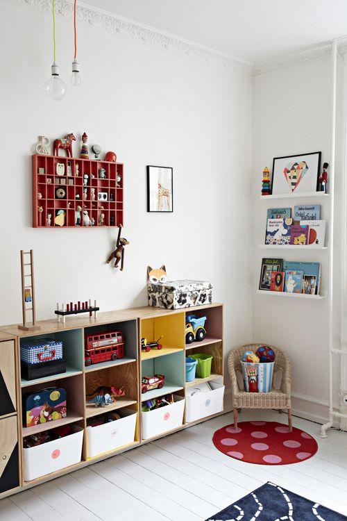 Estanterias para organizar una habitacion infantil for Estanterias habitacion infantil