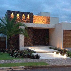 Fachada de casa sencilla con detalle en piedra (5)