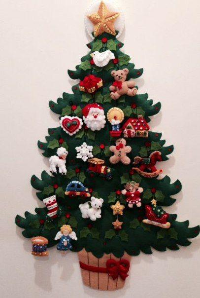 Una Navidad llena de Fieltro: Árboles Navideños y Hermosos Nacimientos pegados a la Pared