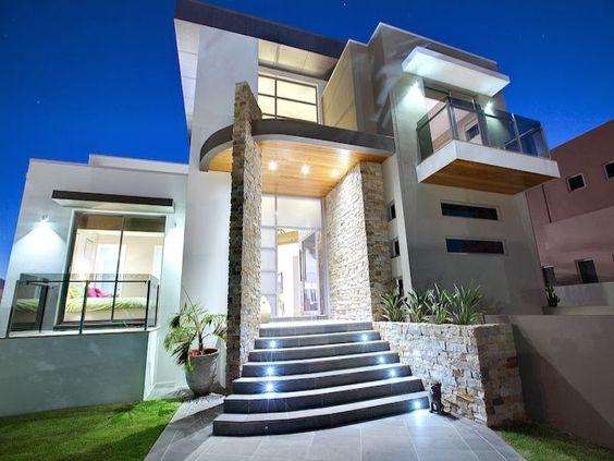 casas grandes con balcones
