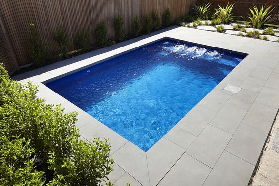 Dise os de bordes y exteriores para piscinas for Piscinas exteriores