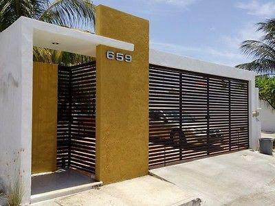 fachada de casa en color llamativo (3)