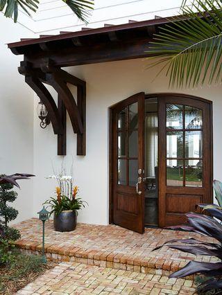 Fachada de casa pequenas con portico en la entrada 2 for Piccola casa con avvolgente portico