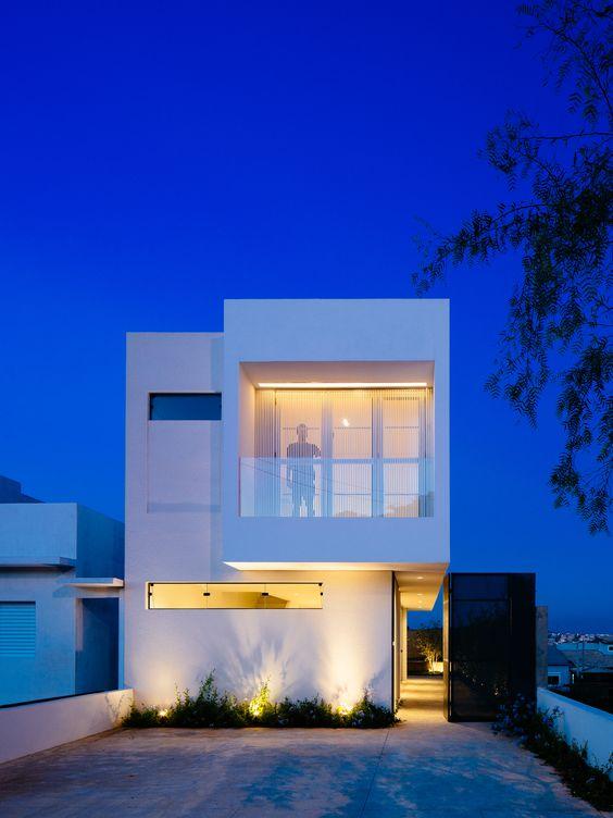 fachada de casa sencilla con balcon (5)