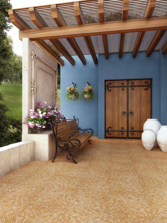 fachada de casa simple con pergolada en la entrada (3)