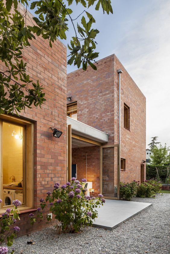 fachada de casas con detalle de ladrillo a la vista (3)