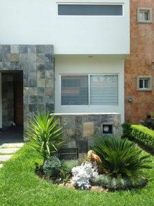 jardines para fachadas de casas (6)