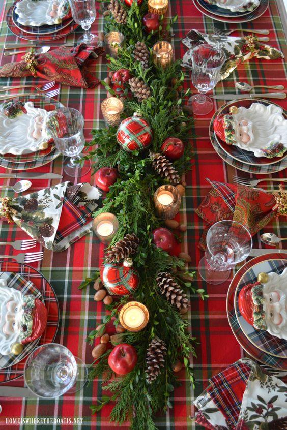 Mantelería navideña con cuadros escoceses