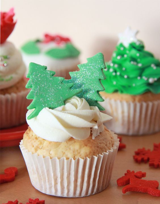 Cupcakesdecorados con pinos de navidad