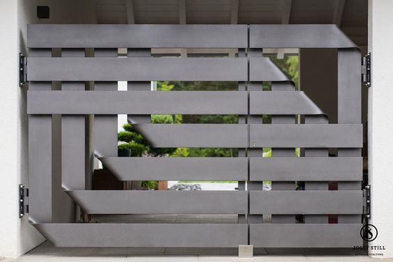 Diseños Modernos en Portones de Herrería para añadir a tu Cochera