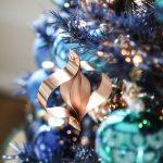 Ideas de decoracion para navidad en verde azulado con cobre (23)