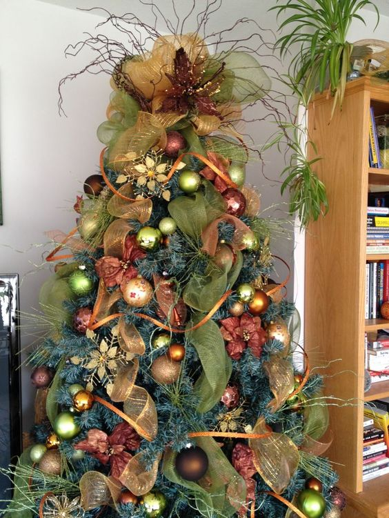 Decorate Christmas Tree With Deco Mesh