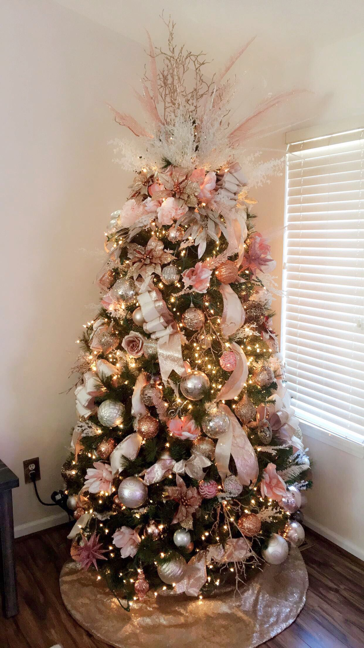 como decorar con detalles navidenos en oro rosado