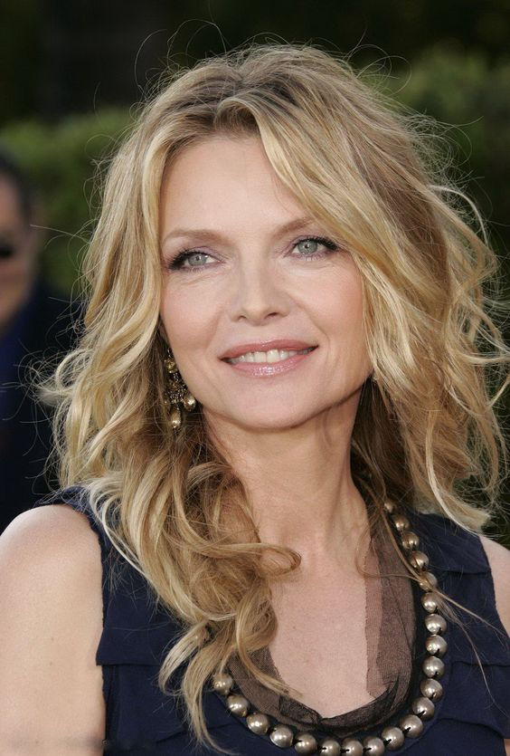 cortes de cabello largo para mujeres de 50