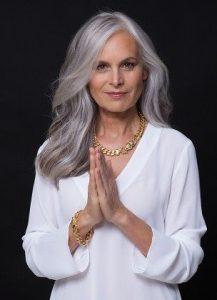 cortes de cabello largo para mujeres de 60 (3)