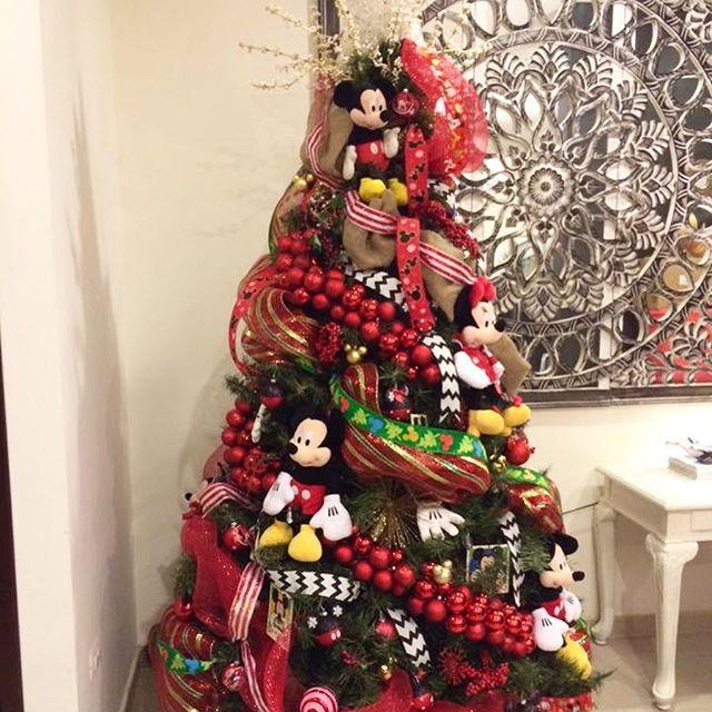Arboles de navidad decorados con personajes de Disney