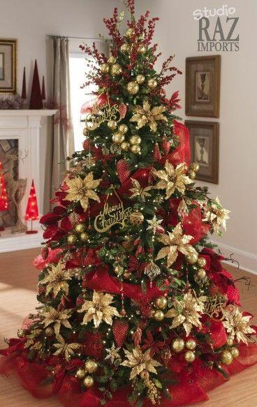 Decoración de pinos navideños con malla