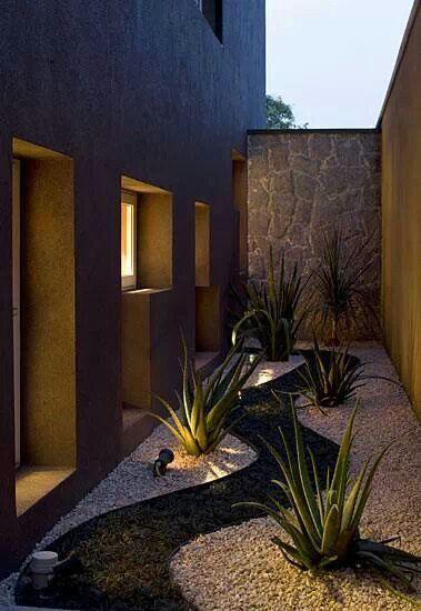Dise o de jardines para casas conoce las tendencias 2018 - Jardineras rusticas exteriores ...