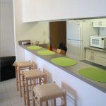 Como decorar la barra desayunadora de la cocina (5)