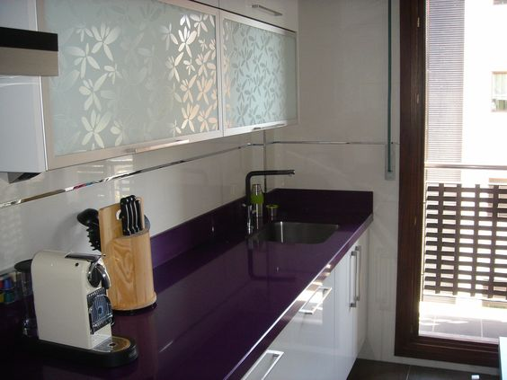 Decoracion de cocinas en color morado (4)
