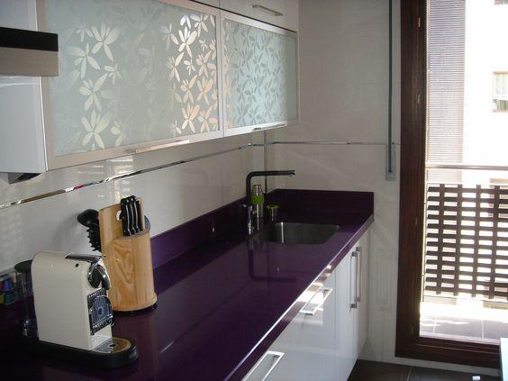 Decoracion de cocinas en color morado (4)