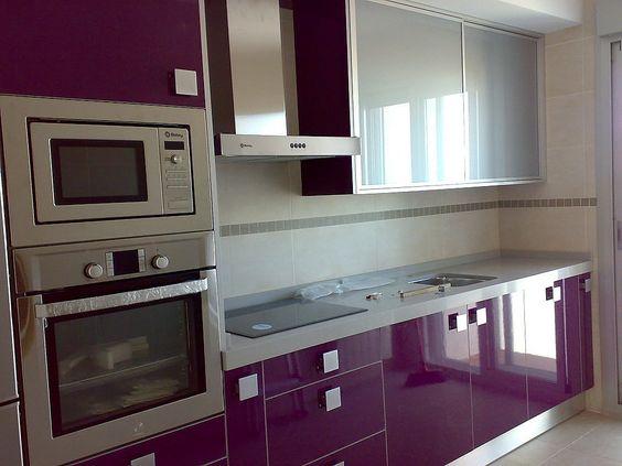 Decoracion de cocinas en color morado 5 curso de for Cocinas modernas moradas
