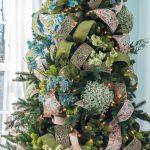 Formas de decorar tu arbol de navidad con liston (12)