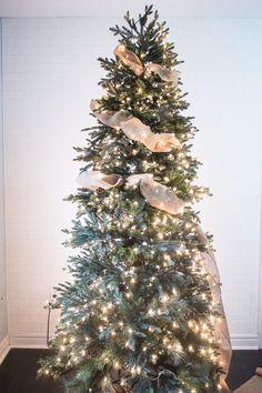 Formas de decorar tu arbol de navidad con liston (16)