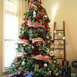 Formas de decorar tu arbol de navidad con liston (19)