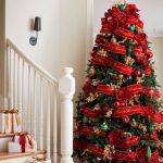 Formas de decorar tu arbol de navidad con liston (20)