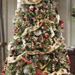 Formas de decorar tu arbol de navidad con liston (22)