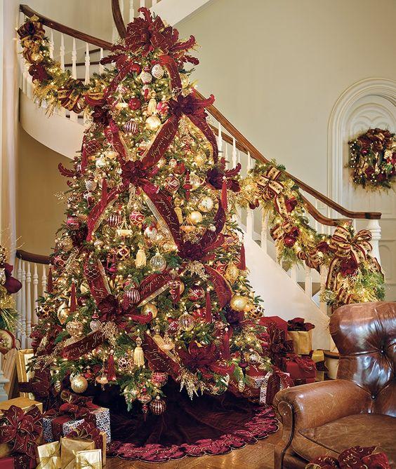 Formas de decorar tu arbol de navidad con liston (24)