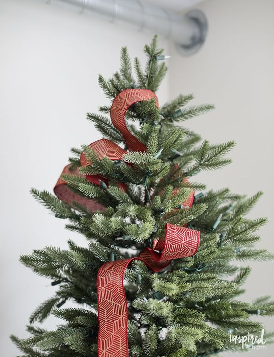 Formas de decorar tu arbol de navidad con liston (3)