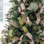 Formas de decorar tu arbol de navidad con liston (8)